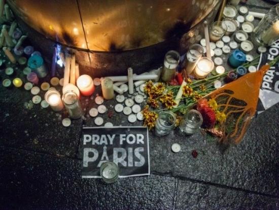 Pray-for-Paris-afp-640x480