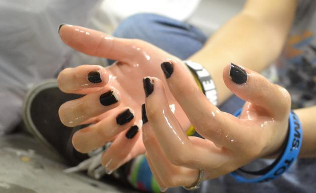 Como-regular-el-excesivo-sudor-en-las-manos-2